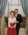 President and Mrs. Reagan pose in the Blue Room for their official portrait 1981.jpg