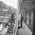 Prins Bernhard, met snor, ontvangt de Franse generaal de Lattre de Tassigny aan , Bestanddeelnr 255-7600.jpg