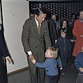 Prinses Beatrix en kinderen halen Prins Claus af op Schiphol ( Prins Claus terug, Bestanddeelnr 254-9168.jpg
