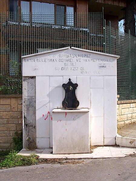 File:Public fountain in Büyükada.jpg