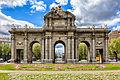 Puerta de Alcalá con su entorno by fenlio.jpg
