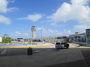 Luis Muñoz Marín International Airport - Image: Puerto Rico — San Juan — Luis Muñoz Marín International Airport (outside, pick up drop off area)