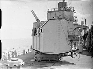QF 6 pounder 10 cwt gun - The 6-pounder gun mark I in twin mark I mounting on board HMS ''Mackay'' whilst she is at Harwich.