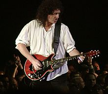 Brian May en un concert de Queen & Paul Rodgers al 2005.