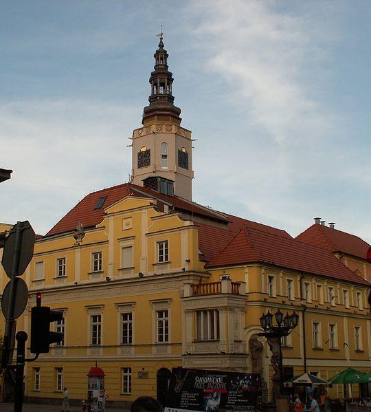 Plik:Ratusz Świdnica 29.04.2012.jpg