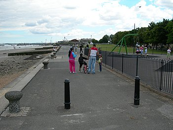 English: Riverside Walk, Gravesend Families ar...
