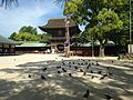 Romon Gate of Hakozaki Shrine with pigeons.JPG