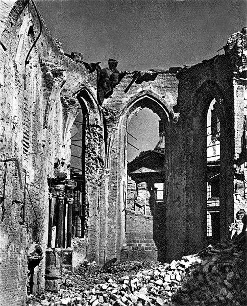 ruiny kościoła św. Jana w Warszawie, 1945, CC-0