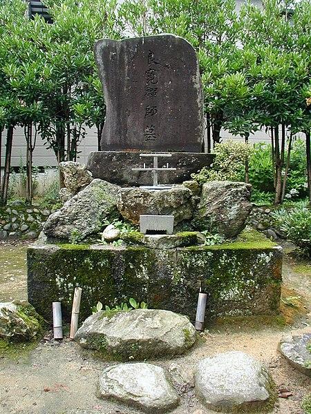 450px-Ryokan%27s_Grave