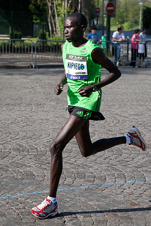 Bernard Kipyego - Kipyego at the 2011 Paris Marathon