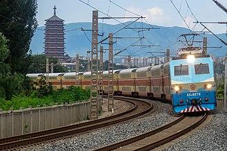 Beijing–Guangzhou railway - An SS8 locomotive hauling a passenger train at Huaishuling in Fengtai District, Beijing.