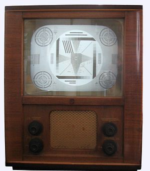 Test card - A 1952 Philips TD1410U television set showing the optical monochrome Telefunken test card T05.