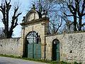 Saint-Aubin-de-Lanquais château portail.JPG