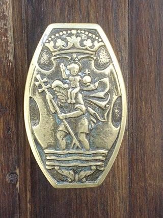 https://upload.wikimedia.org/wikipedia/commons/thumb/9/95/Saint_Christopher_doorknob2.JPG/320px-Saint_Christopher_doorknob2.JPG