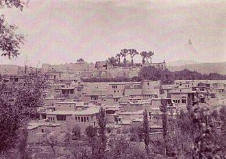 Zarrin-Kafsh - Old Sanandaj with the vali's fortress on Peak Tous-Nowzar (photo taken by Ali Khan Vali).