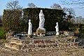 Sanctuaire Notre-Dame de la Salette de Vindefontaine. Statues de la Vierge et des enfants.jpg