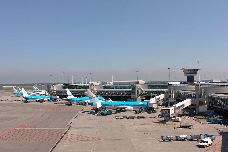 Schiphol Airport Pier D (7325964516).jpg