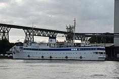 Schleswig-Holstein, Hochdonn, Fähranleger am N-O-Kanal; das Motorschiff Brahe lag dort als Hotelschiff für Wacken Open Air 2015 NIK 5436.jpg