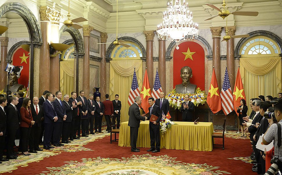 Secretary Tillerson Joins Commercial Deals Signing Ceremony at the Presidential Palace in Vietnam (38322247422)
