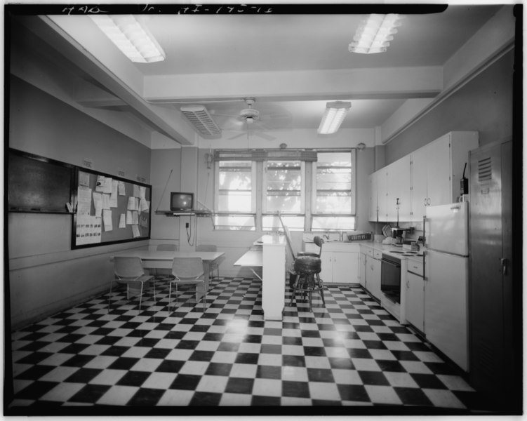 File:September 1993 INTERIOR VIEW OF FIRE STATION KITCHEN-DINING ROOM, 1ST FLOOR, BUILDING S84 FACING WEST - U.S. Naval Base, Pearl Harbor, Operations Building, Ford Island, Enterprise HABS HI,2-PEHA,18-16.tif