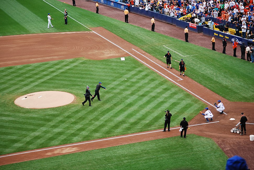 Shea Stadium Ceremonial first pitch 2008-09-28