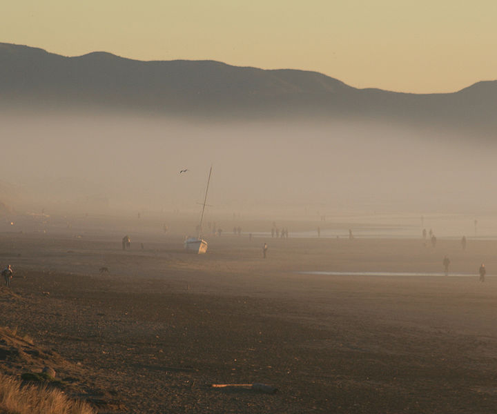 File:Shipwreck in low fog at Ocean Beach.jpg