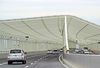 Route 11 (Shuto Expressway) - Safety barrier against golf balls