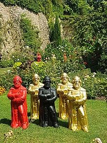 Temporäre Skulpturen-Installation des Konzeptkünstlers Ottmar Hörl im Gutenberg-Gedenkjahr 2018 in der Burg Eltville (Quelle: Wikimedia)