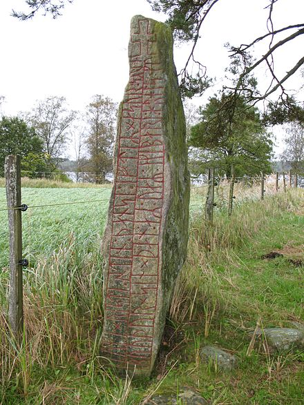 The runestone Sm 42, in Smaland, Sweden, mentions Harold Harefoot. Sm 42, Tuna.JPG