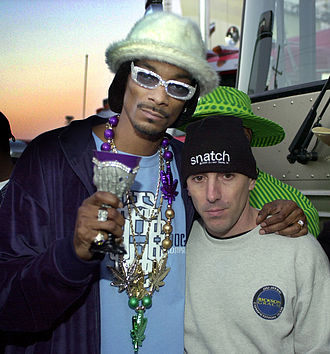 Snoop Dogg - Snoop Dogg (left) with Maynard James Keenan in 2001