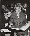 Staatssecretaris van O.K. en W. drs. L.J.M. van de Laar reikt aan Annie M.G. Sch, Bestanddeelnr 092-1338.jpg