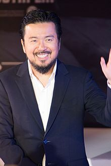 Description de l'image Star Trek Beyond Japan Premiere Red Carpet- Justin Lin (32119565936).jpg.