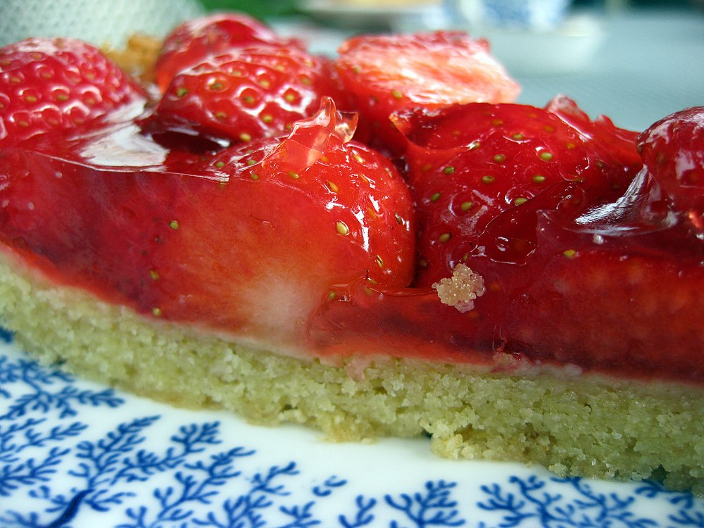 Strawberry tart in profile, October 2008.jpg
