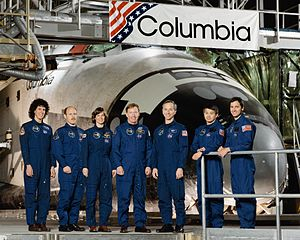 STS-50 - Image: Sts 50 crew
