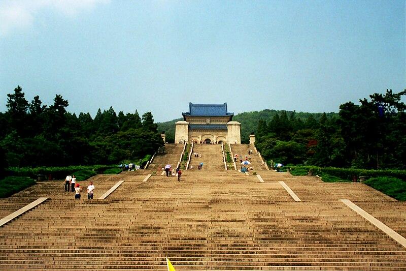 Fitxer:Sun yatse mausoleum.jpg