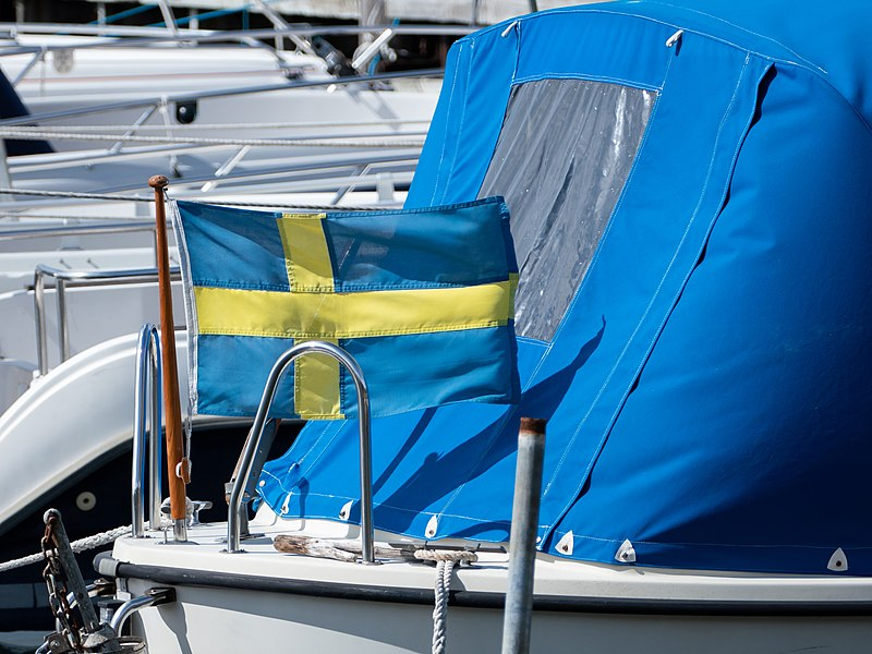 File:Swedish flag on a boat 1.jpg