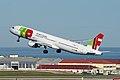 TAP Air Portugal Airbus A321 CS-TJH (25729232617).jpg