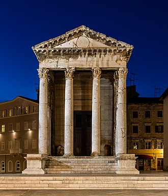 Temple of Augustus, Pula - Image: Templo de Augusto, Pula, Croacia, 2017 04 17, DD 71 73 HDR