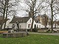 Thorn, beeldhouwwerk met Sint Michaëlkerk op achtergrond foto2 2013-04-14 11.37.jpg