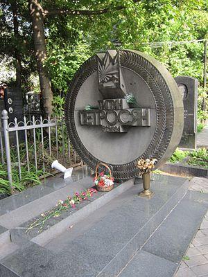 Moscow Armenian Cemetery - Tigran Petrosian's Grave
