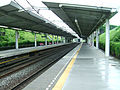 Tokyu-railway-den-en-toshi-line-Minami-machida-station-platform.jpg