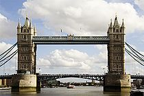 Tower Bridge in London 2006.jpg