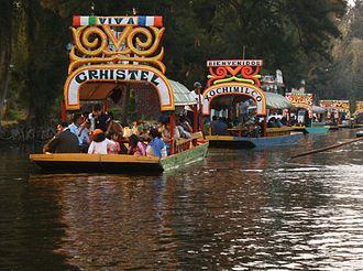 Lake Xochimilco - Image: Trajinera