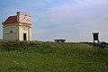 Tumuli Feldkapelle 01 - Rabensburg NÖ Austria.jpg