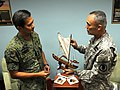 US, Singapore armies strengthen Pacific ties 130715-Z-NO327-007.jpg