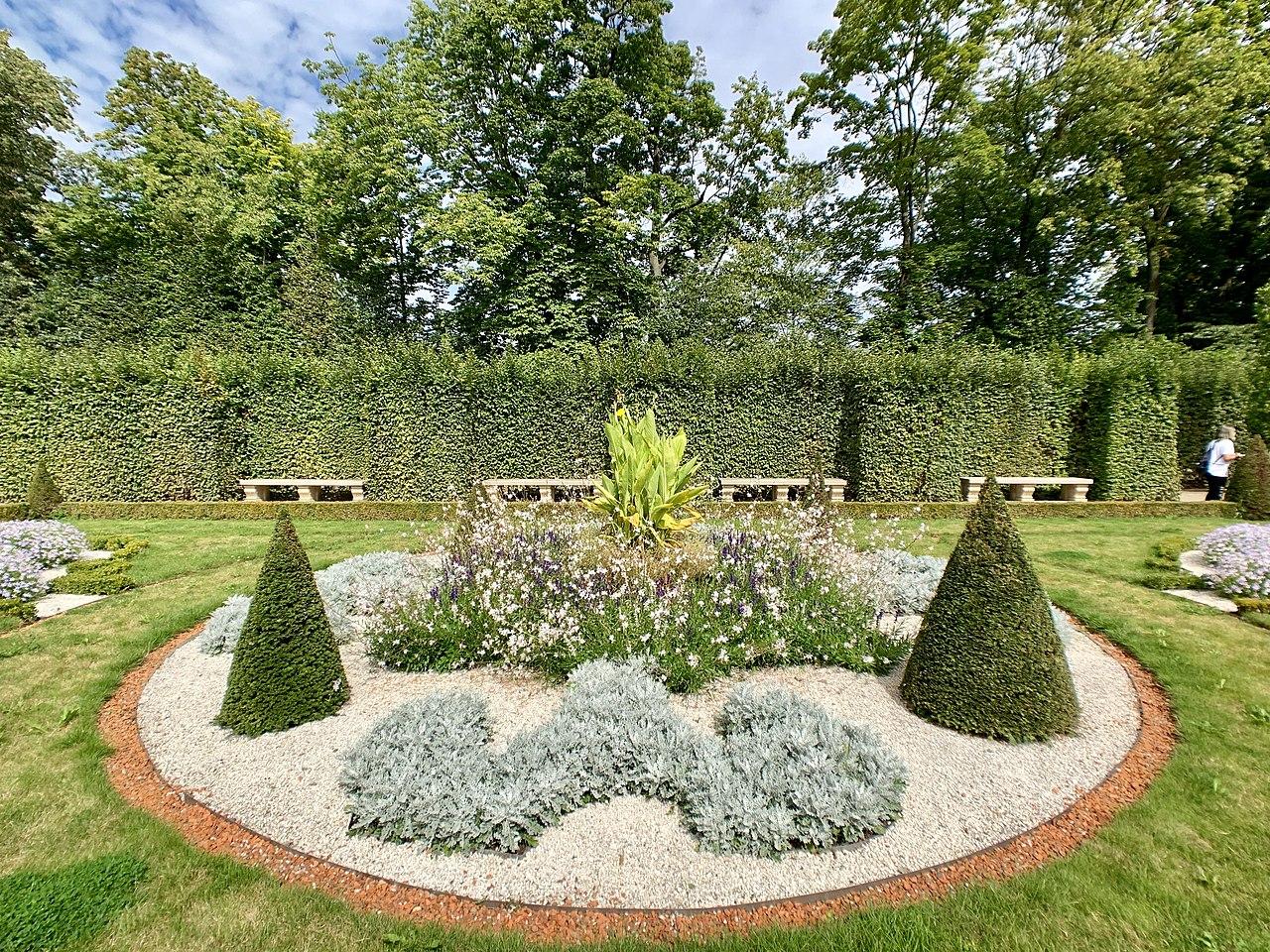 Upper Baroque Garden in Wilanów Park, 2019, 04.jpg