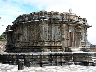 Hindu architecture - Image: Veera Narayana temple at the Chennakeshava temple complex
