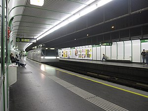 Vienna subway (3948671356).jpg
