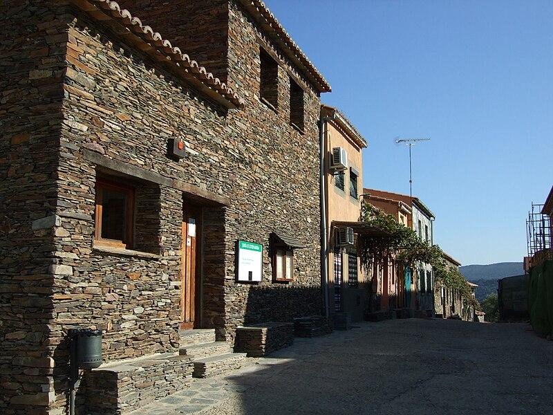 Calle principal de la localidad.