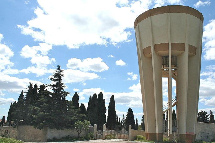 Villeveyrac (Hérault) - château d'eau et cimetière